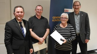 Der neue Vorstand ehrte die Jubilare Jürgen Kallenbach (2.v.l.) für 25 Jahre und Hildegard Janshen (2. v.r.) für 40 Jahre CDU-Mitgliedschaft