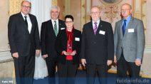 Von links: Hessischer Minister für Soziales und Integration Stefan Grüttner, Bürgermeister Timo Zentgraf, Margit und Ulrich Engelbertz, Klaus-Dieter Stein