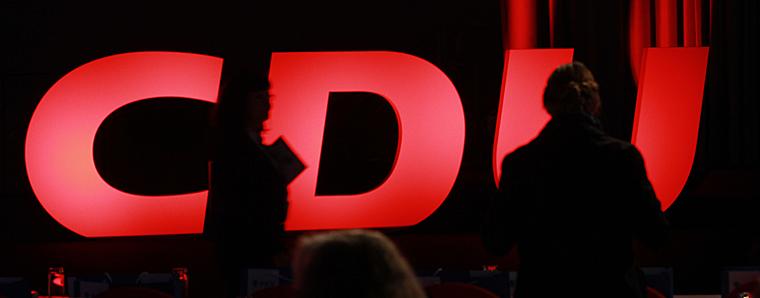 Umfrage: Neuer CDU-Vorsitzender soll Merkel-Kurs fortsetzen