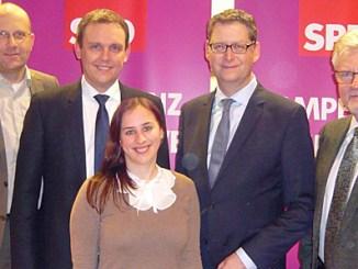 Spitzenkandidaten unter sich: Carsten Lenz, Karsten Vollmar, Tabea Heipel, Thorsten Schäfer-Gümbel und Lothar Seitz stellen sich dem Fotografen (v. l.) Foto: nh.
