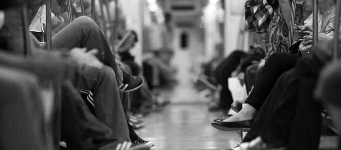 Kommunale Spitzenverbände gegen Handyverbot in Bussen und Bahnen