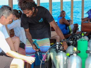 padi dive master analysing enriched air nitrox tank