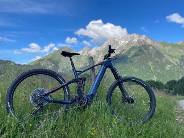 vélo-vtt-assitance-électrque-location-manigod-l'etale-comburce