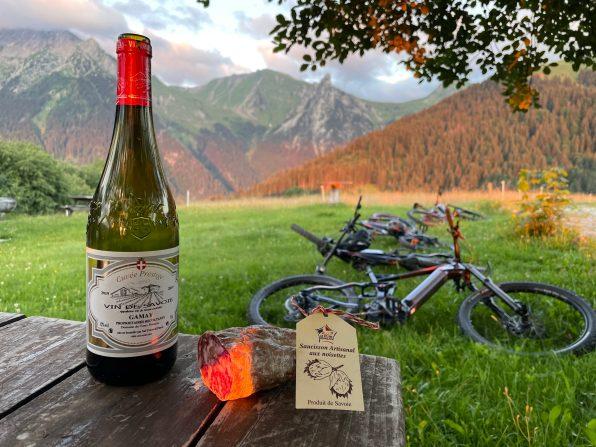 Manigod-la-clusaz-vttae-e-bike-apéro-couché-du-soleil-sunset-expérience-location-full-mountain-aravis.
