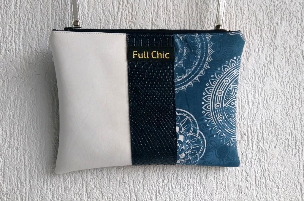 Pochette bleue mandalas