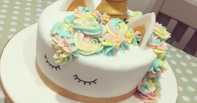 Cake Decorating Fondant Book