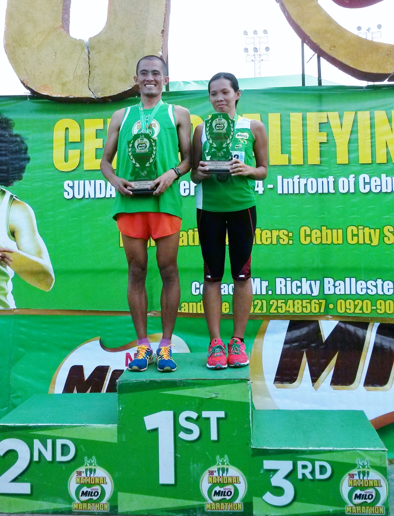 21K champions Noel Tillor and Roselyn Balongcas pose with their medals and trophies during the awarding ceremony of the 38th National Milo Marathon Cebu Elims at the Cebu City Sports Center.