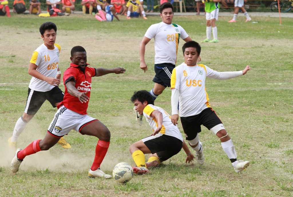 A Leylam attacker tries to go though a phalanx of USC defenders.