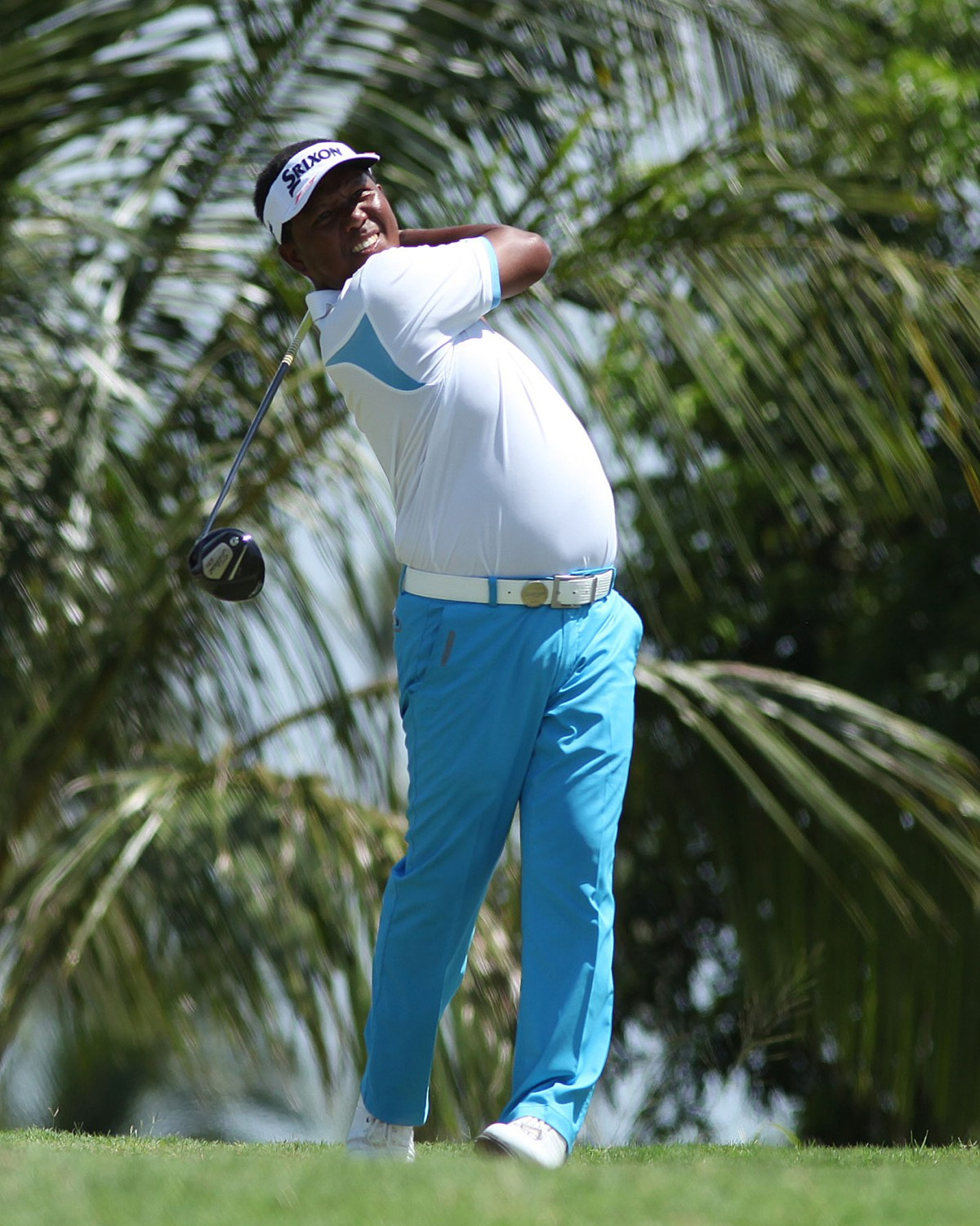 Tony Lascuna scored an ace on Hole No. 12 and earned a share of the lead with Benjie Magada.
