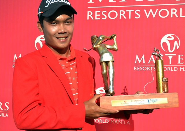 Thai Natipong Srithong holds his huge trophy after scoring a stirring come-from-behind victory in the $1 million Resorts World Manila Masters.