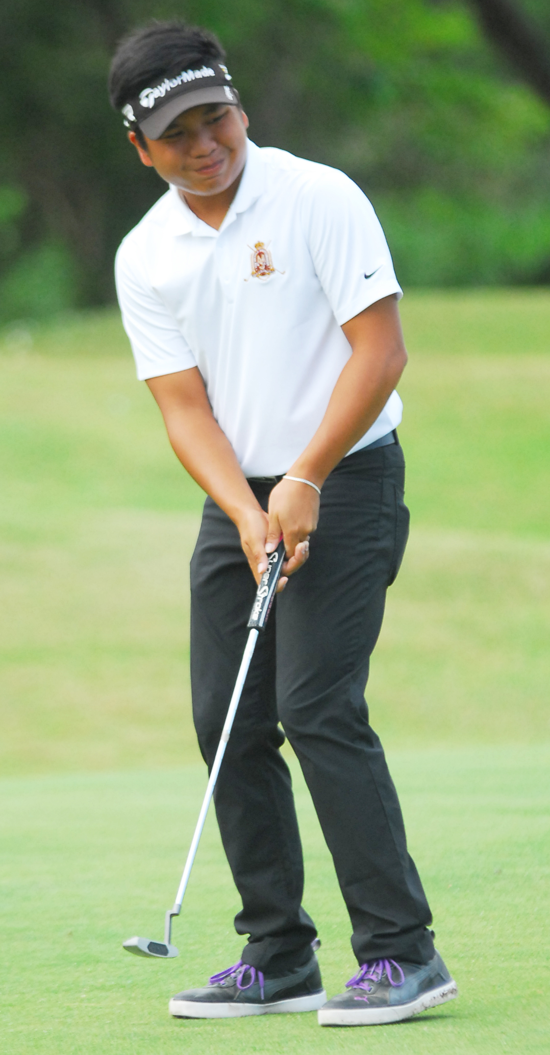 JUNGOLFER LEADS S'WOODS. Ira Alido signed for 39 points, a three-under-par in regulation, to lead the defending champion Manila Southwoods' charge and tie erstwhile leader Canlubang with a two-day team total 275 in the championship division of the 69th PAL Interclub in Clark, Pampanga. The 16-year-old junior golfer from De La Salle Zobel mixed five birdies as against two bogeys at the Acacia layout.