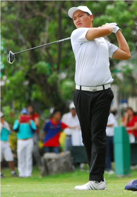 Jobim Carlos (in photo) scored a three-under-par 69, equivalent to 39 PAL points, to give Canlubang (138) a one-point lead over defending champ Manila Southwoods (137) in the championship division at the start of the regular competition of the 69th PAL Interclub at Clark, Angeles, Pampanga on Wednesday. Orchard assembled 125 while Luisita had 120.