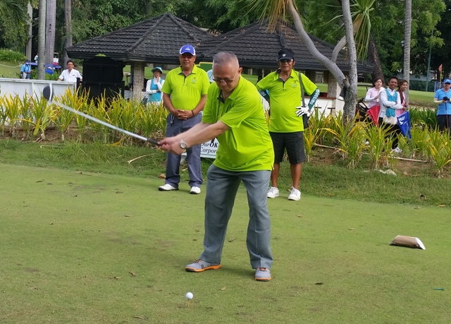Cebu Archbishop Jose Palma hits a ceremonial drive last Friday to officially open the 2nd Shepherd's Cup at the Cebu Country Club.