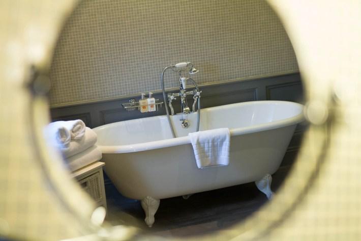 Cringletie House bathroom