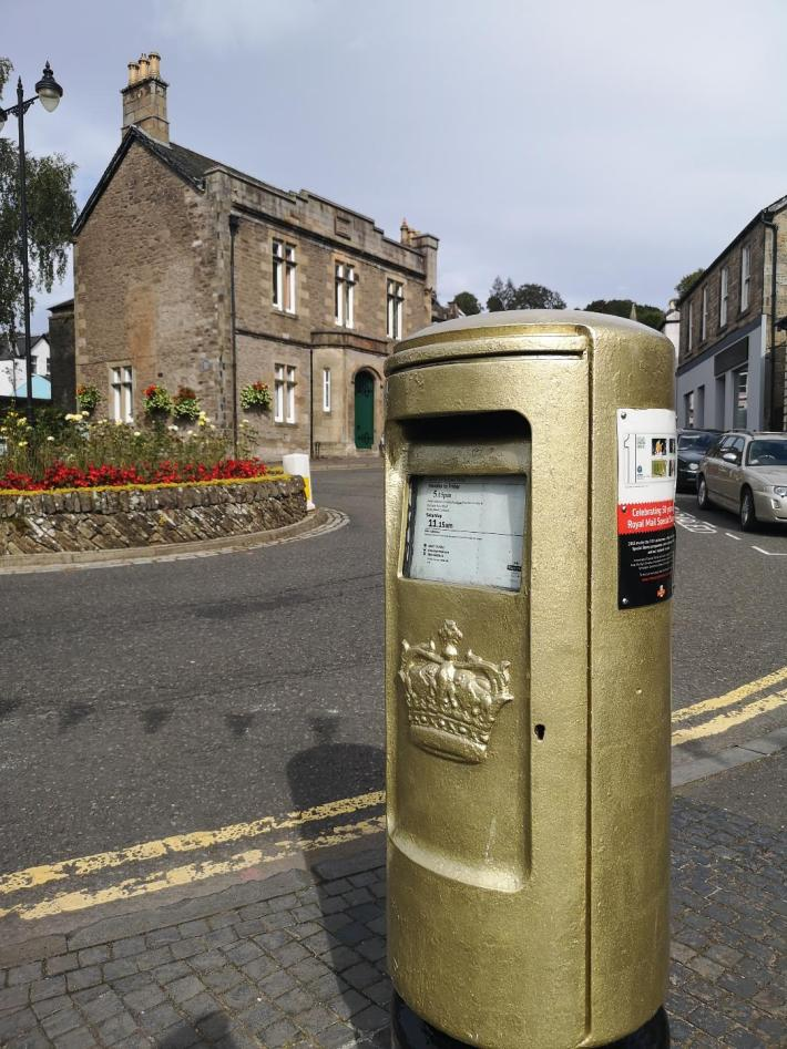 Gold post box in Dunblane, Scotland. Heart 200