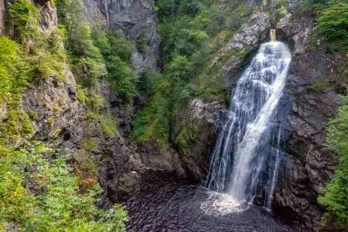 Image of: Falls of Foyers in Scotland. A waterfall with a pool at the bottom