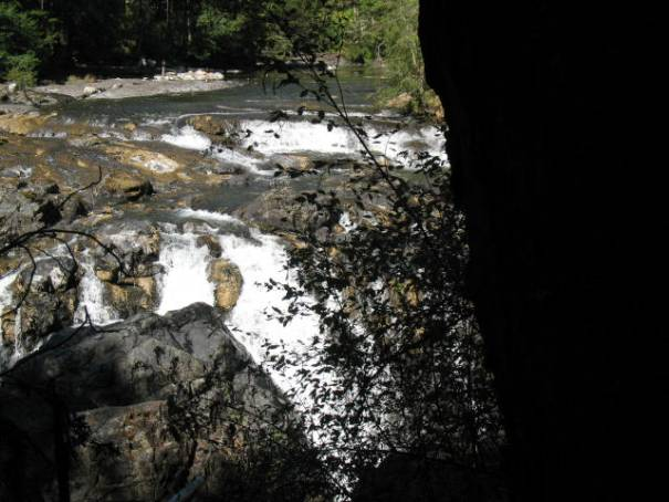 The river changes course 90 degrees at this point.  A fall with a granite wall 6-10 feet away.  The river falls into the crack.