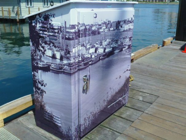 The utility boxes are like this all over this city.  They all look so nice.  Very impressive.