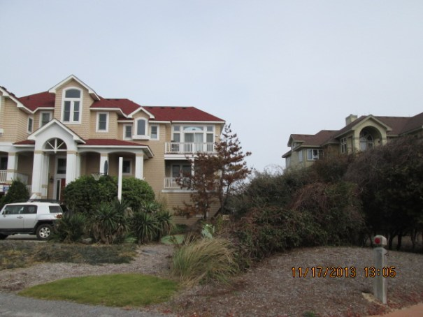 There are so many huge homes on the Outer Banks Island.  It is very noticeable as you drive along the homes.