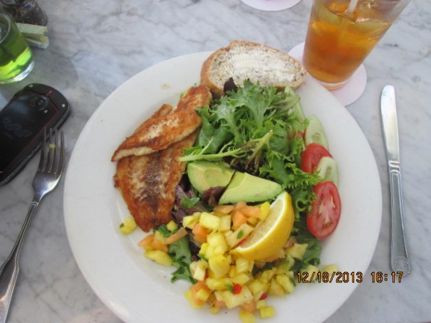 I had a yellowtail salad with citrus dressing and mango salsa.  It was delicious.