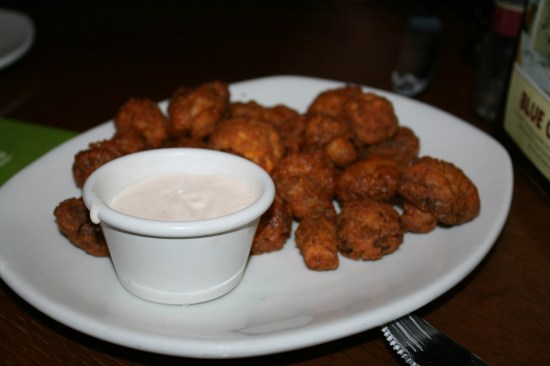 Great $4 appetizer, lightly breaded mushrooms with a zesty ranch dip.  Delicious.