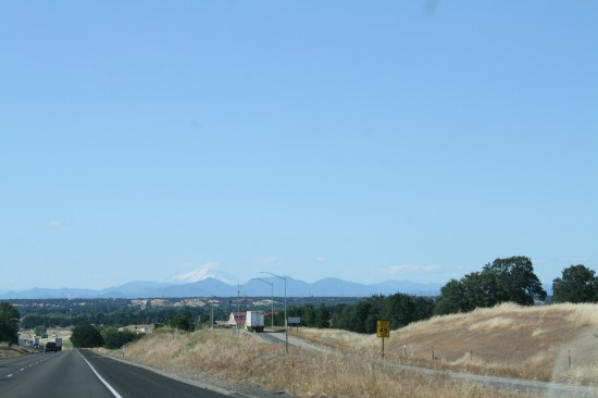 Mt Shasta is so pretty on a clear day.