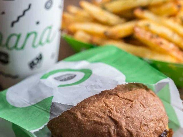 Hambúrguer e refrigerante Cabana Burger