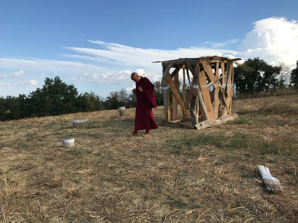 Il venerabile Lama Thubten Wangcheng in visita a Bungalow Mantra di T-yong Chung, Ashram Joytinat (AN), 2017