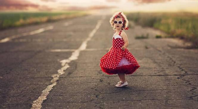 Μαμά ντύνει την κόρη της με μαγικές φορεσιές και οι φωτογραφίες που βγάζει γίνονται ανάρπαστες