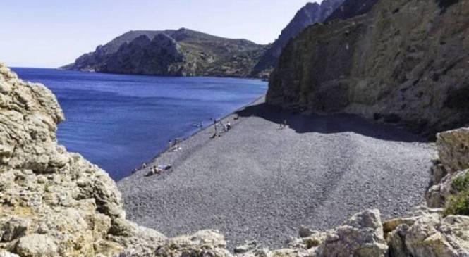 Τρομερό: Η ελληνική παραλία που αποτελεί παγκόσμιο φαινόμενο για το ένα και μοναδικό χαρακτηριστικό της! (photos)