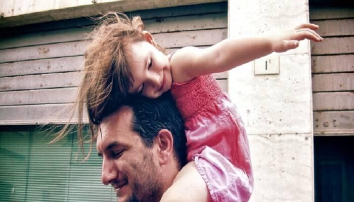 «Είστε δύο, μην το θεωρήσετε ποτέ δεδομένο!»: Ένας μπαμπάς που έχει πάρει διαζύγιο συμβουλεύει και συγκινεί