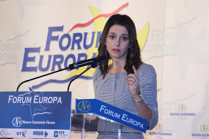 Ines Arrimadas y el vestido de moiré | FOTO: nuevaeconomiaforum.org