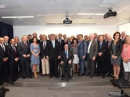 El presidente del Círculo junto a miembros de la Junta Directiva y destacados socios.
