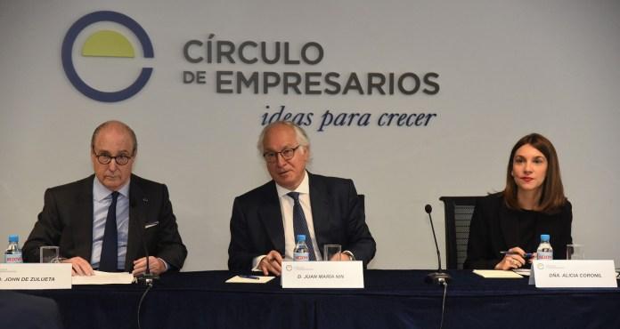 El presidente del Círculo de Empresarios, John de Zulueta, el presidente del Grupo de Trabajo de Economía y Unión Europea, Juan María Nin, y la directora de Economía, Alicia Coronil.