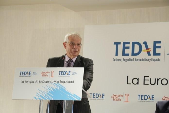 Desayuno TEDAE con Josep Borrell