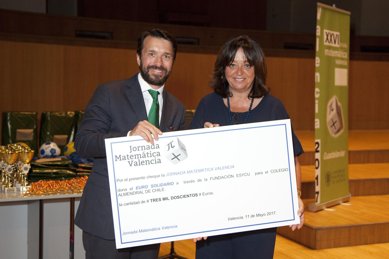 Entrega del cheque solidario de la Jornada Matemática Valencia