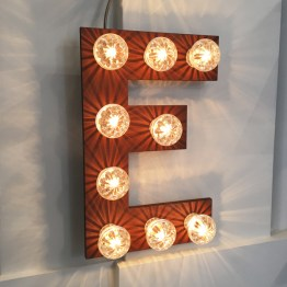 Letter lamp roest