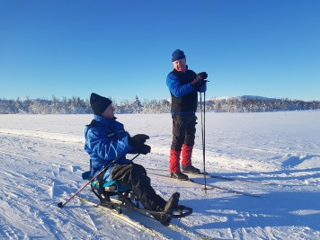 Geir og Erik på skitur i sola