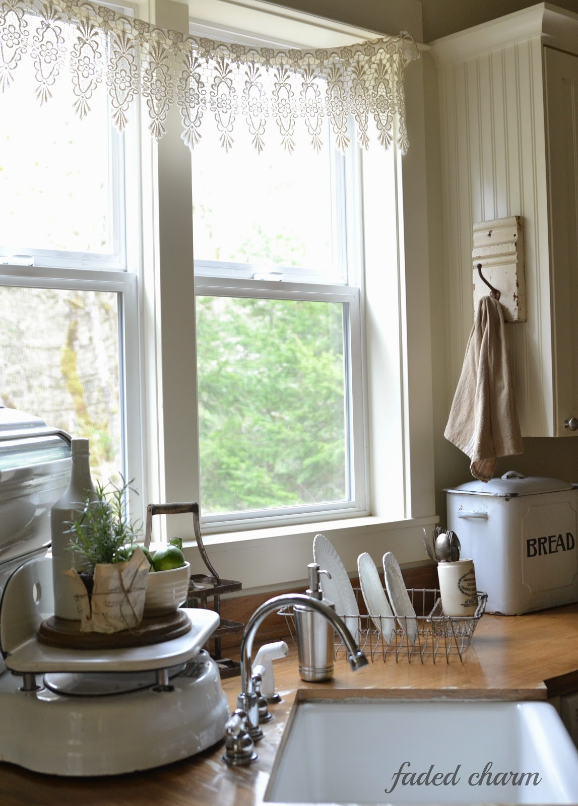 Salvaged kitchen decorating ideas from crates to sawhorsesFunky Junk Interiors