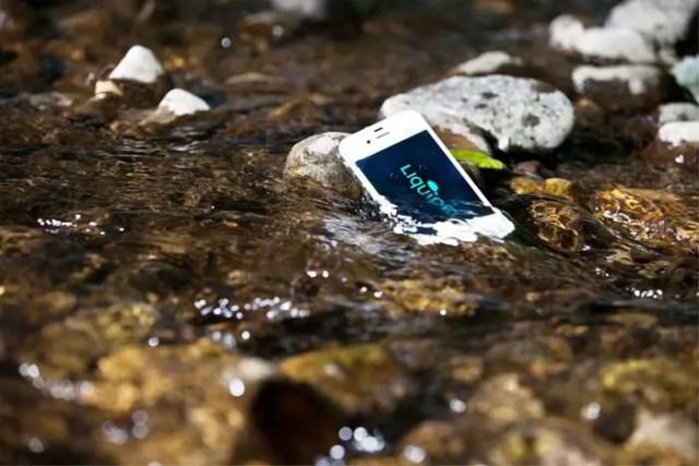 liquipel-2.0-waterproof-your-iPhone-FSMdotCOM