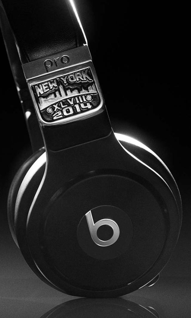 graff-diamonds-x-beats-by-dr-dre-pro-headphones-super-bowl-XLVIII-4-FSMdotCOM