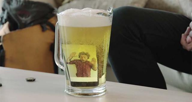 iphone-6-dunked-in-a-pitcher-of-beer-FSMdotCOM