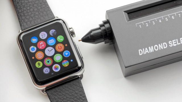 apple-watch-sapphire-screen-vs-diamond-tester-FSMdotCOM