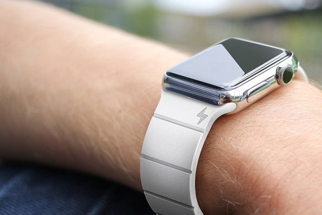 the-reverse-strap-extends-apple-watchs-battery-life-1