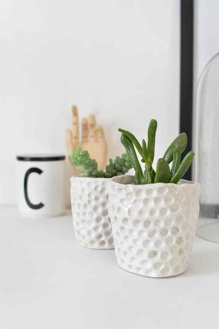 Love these DIY clay pots. Lots of great air dry clay ideas here.