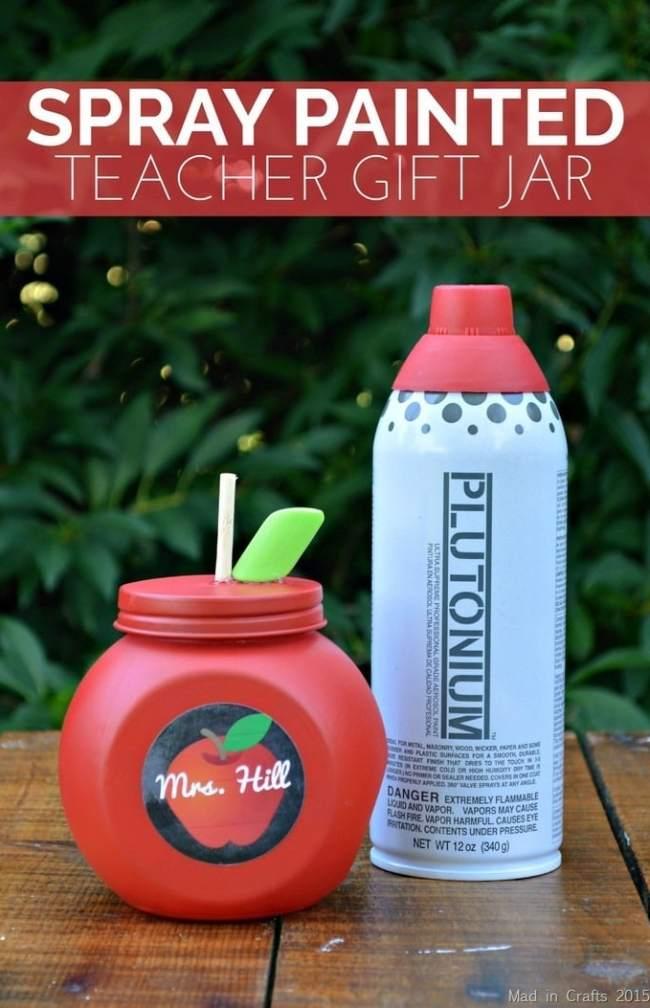 DIY apple jar for teachers. Gift idea for Teacher Appreciation Week. This site has some great ideas for DIY teacher gifts.