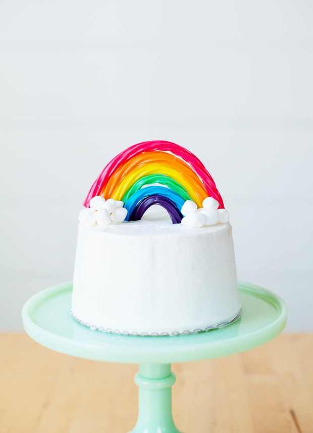 Rainbow party ideas: rainbow party candy cake topper