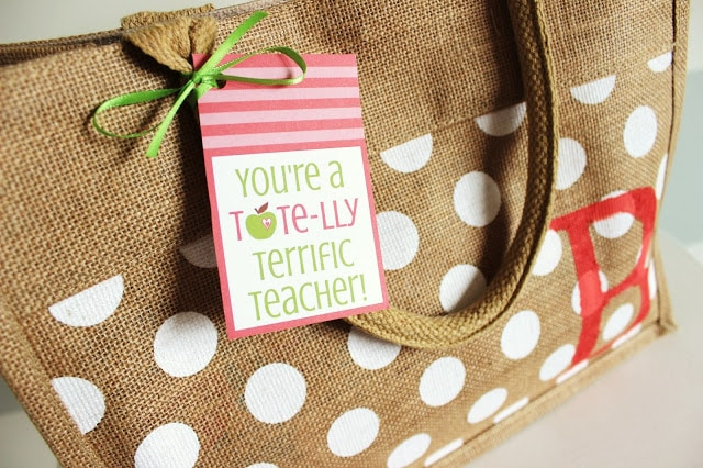 Personalized tote bag for DIY teacher gift. Gift idea for Teacher Appreciation Week. This site has some great ideas for DIY teacher gifts.