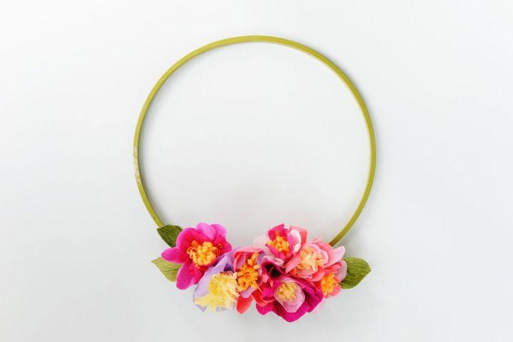 DIY crepe paper spring wreath tutorial