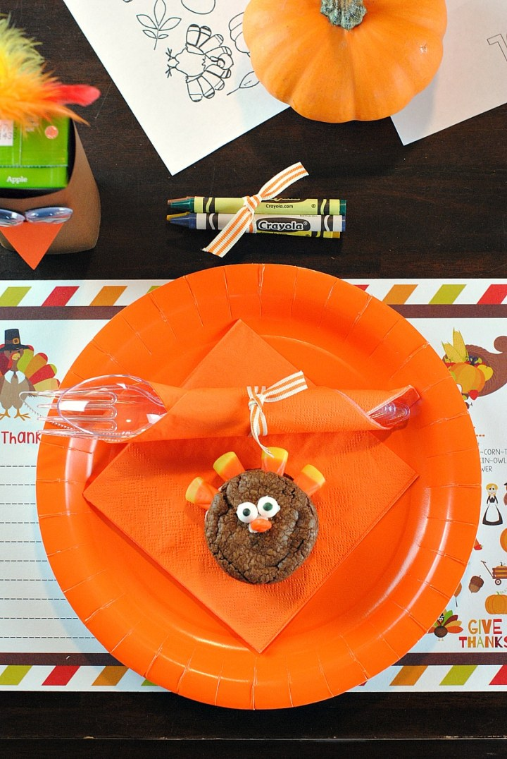 I love this whole Thanksgiving kids table that covers all of the details, from the turkey juice box covers, sweet treat and printables. The kids will love this!